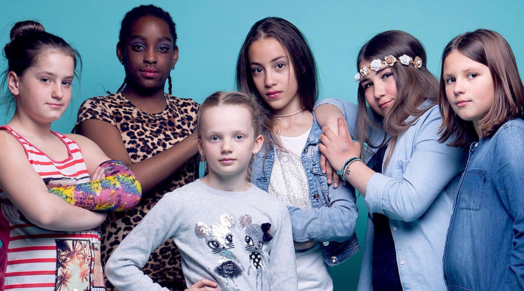 """The Roses is de nieuwste girlband ontstaan uit het talentenvijver """"Talent College"""" in Amsterdam-West.  The Roses bestaat uit Nina, Shemaye, Sterre, Rania, Selin en Hannah."""