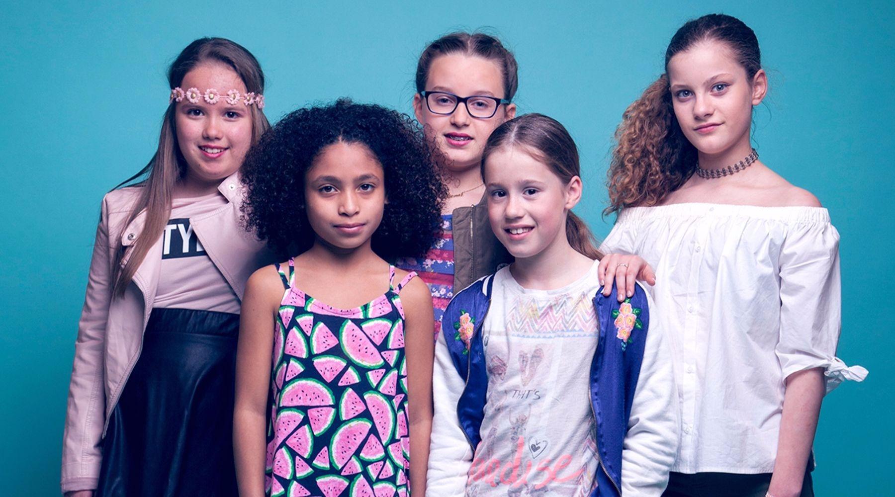 """The 5 Singing Stars is de nieuwste girlband ontstaan uit het talentenvijver """"Talent College"""" in Amsterdam-West. The 5 Singing Stars bestaat uit Dalischa, Misha, Yentl, Marieke en Natasha."""